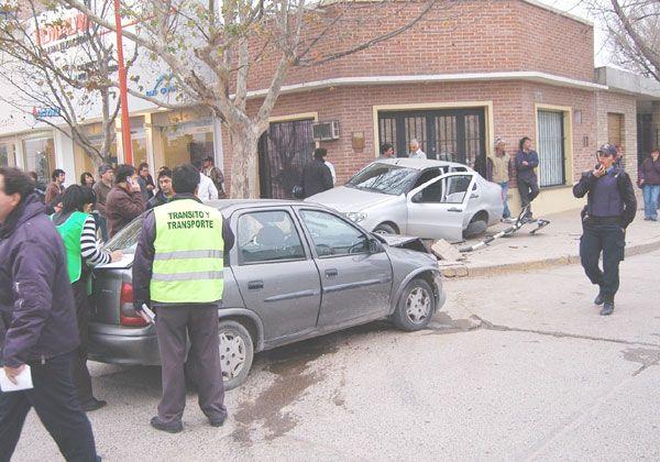 Chocaron y uno de los autos dio un trompo