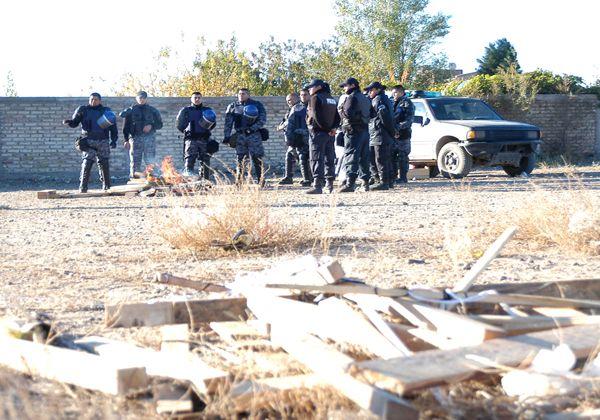Luego del desalojo, vecinos cortan puente en Las Perlas