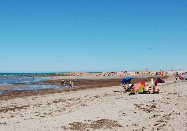 Piedras Coloradas, una playa para la aventura