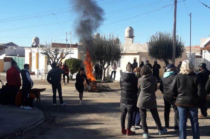 Escrachan al acusado de un violento asalto en Las Grutas