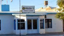 policia durmio en el calabozo por violar normas y agredir a sus pares