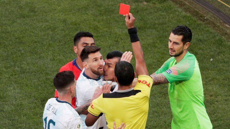 Argentina vence a Chile: expulsaron a Messi