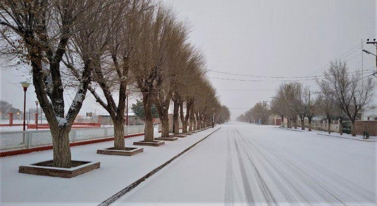 La nieve cubrió a varios pueblos de la Línea Sur rionegrina