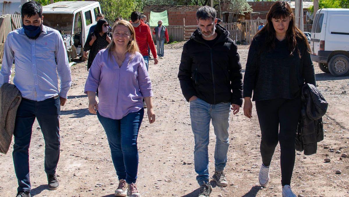 la candidata a diputada ana marks recorrio obras en cipolletti