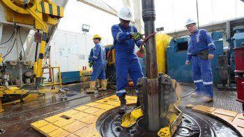 Petroleros tendrán aumentos por más del 65% hasta 2022