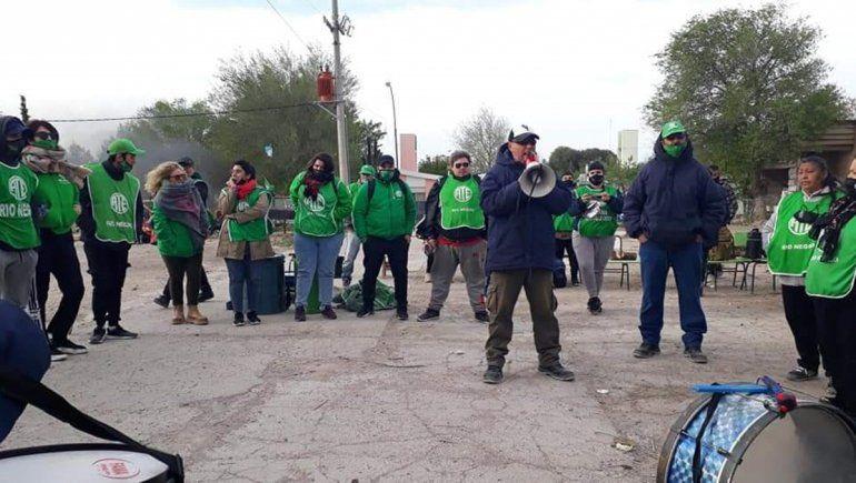 ATE denuncia que les mandaron matones a una movilización en Sierra Grande