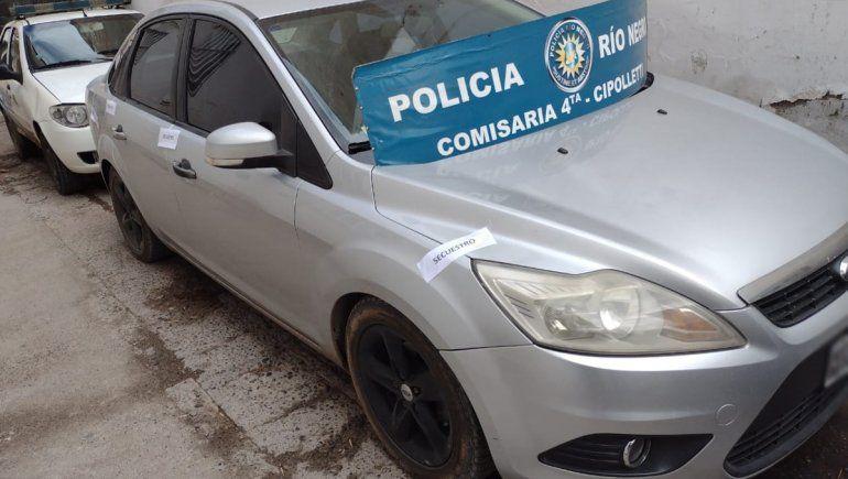 Paseaban por la ciudad en un auto robado y los atrapó la Policía