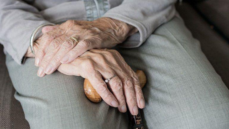 Violento robo a una mujer de 89 años en su casa