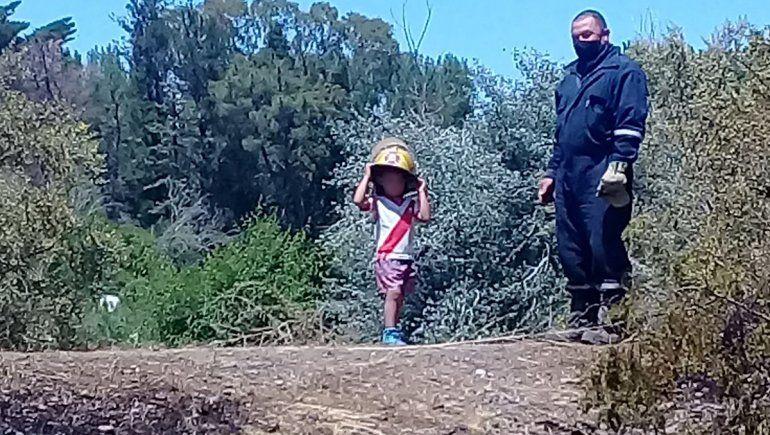 El gesto de un nene que le alegró el día a bomberos de Barda del Medio