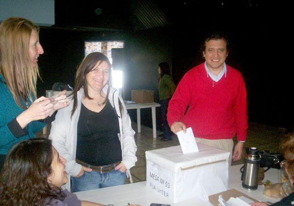 Luis Giannini, de la Lista Nº 10, se imponía en la provincia, mientras que en Cipolletti ganaba Luis Ríos.
