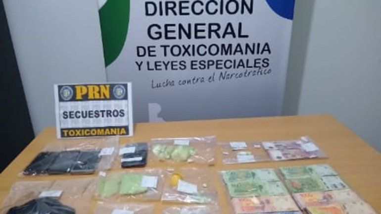 Allen: desbaratan kiosco de droga y hallan 300 dosis de cocaína