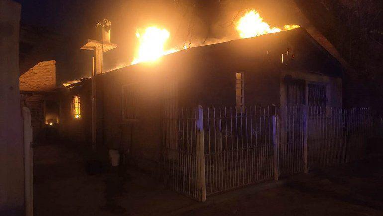 El fuego destruyó una casa en el Luis Piedrabuena