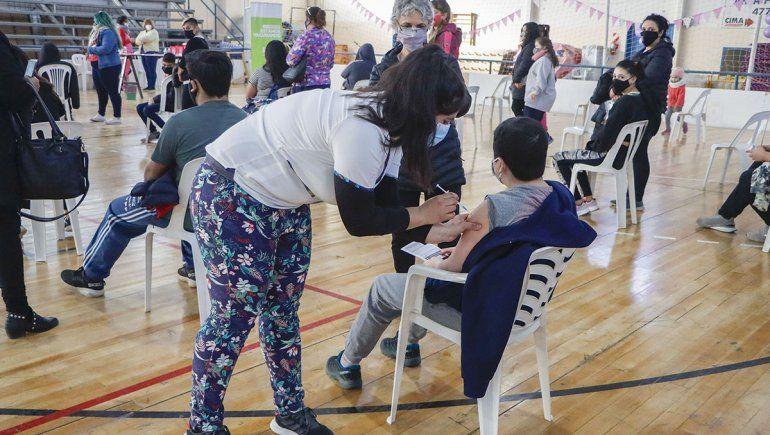 Cipolletti: emoción y esperanza en la vacunación a los chicos
