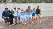 en las aguas del rio negro: lascano nado 114 kilometros