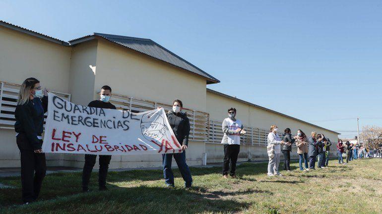 Multitudinario abrazo al hospital cipoleño en defensa de los trabajadores