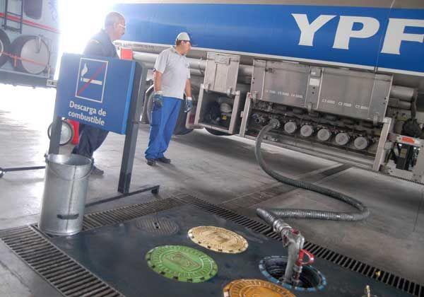 Faltó combustible en las estaciones de servicio de YPF
