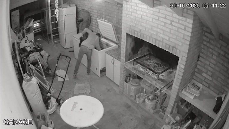 Se llevó un chivo y un costillar de la casa de un vecino: quedó todo grabado