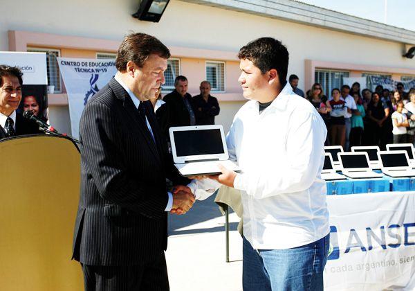 Weretilneck destacó el crecimiento de las escuelas técnicas