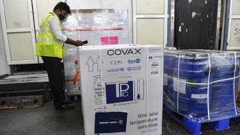 El Gobierno confirmó que evalúa combinar vacunas contra el COVID