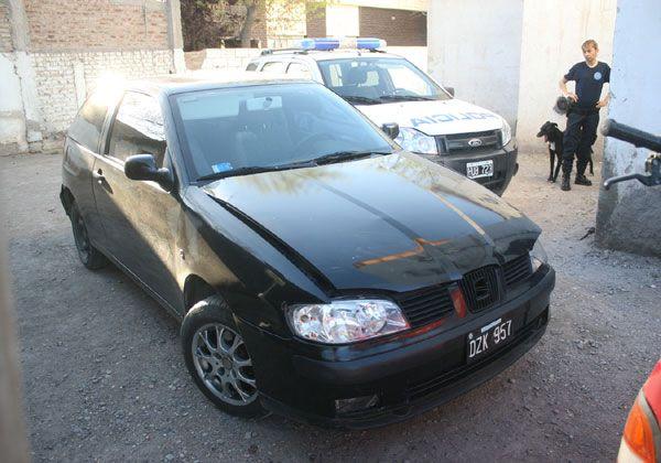 Secuestran vehículo robado