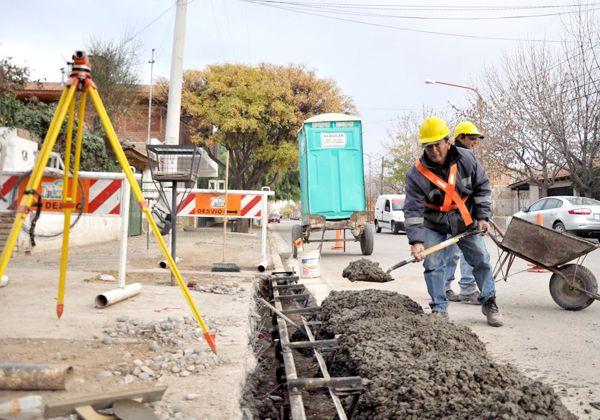 Reparan calles y cordones cuneta