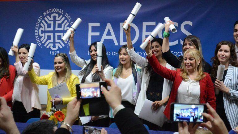 La UNCo celebró a sus 26 nuevos graduados en la Fadecs