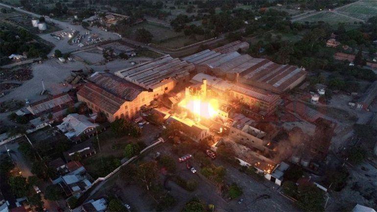 Al menos cinco muertos y un pueblo evacuado por incendio en una fábrica de Jujuy