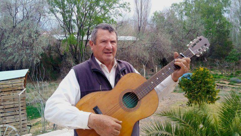El maestro que con su guitarra educó a miles de niños