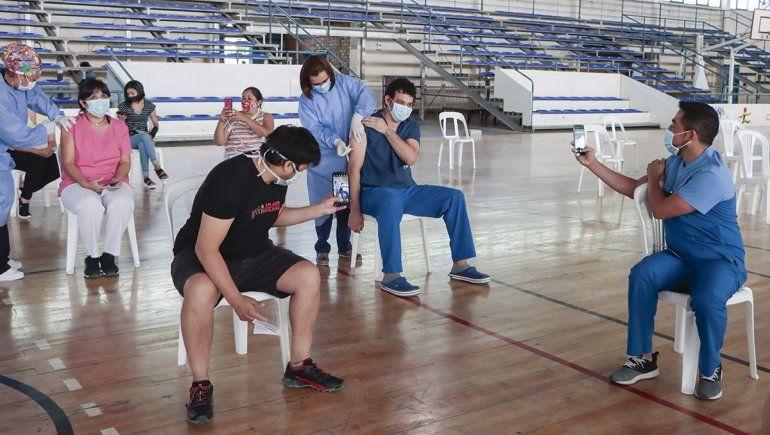Falló el sistema y no pudo iniciar la vacunación a docentes en Cipolletti