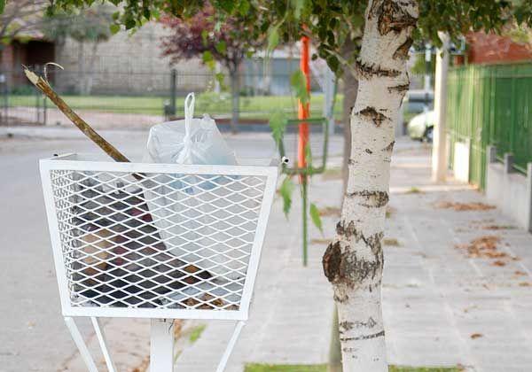 El Municipio lanzó campaña para que se instalen canastos de residuos