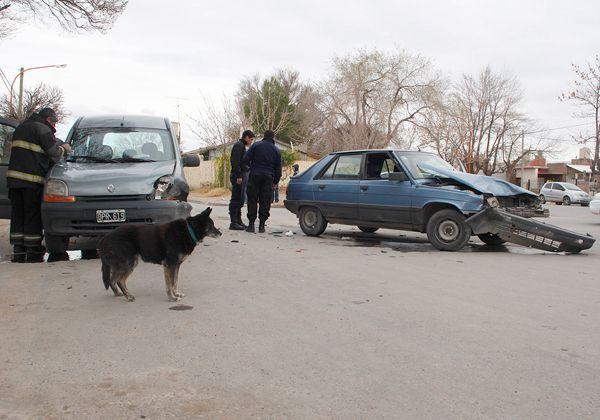 Tres personas heridas tras un violento accidente en el barrio Brentana
