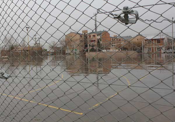 La lluvia obligó a suspender parte de las actividades en el playón del barrio Godoy