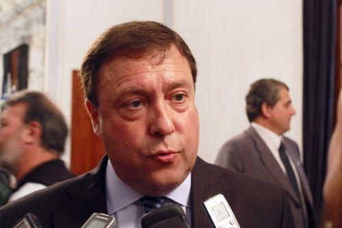 Weretilneck convocó a los gremios a mejorar el empleo público