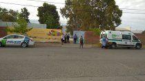 motociclista se estrello contra el porton de un colegio y esta grave