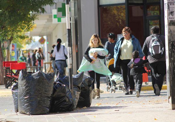 La basura se acumula en la ciudad a raíz de las protestas municipales