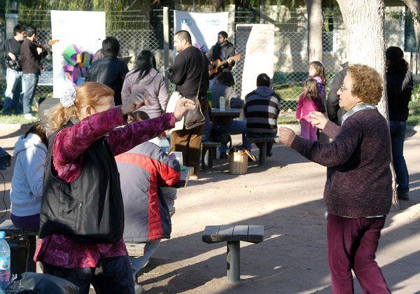 El folklore invadió el parque Rosauer