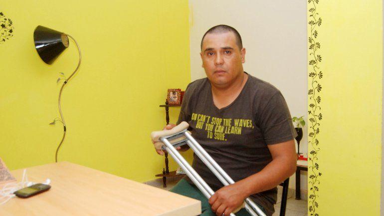 El obrero tucumano Enrique Flores permanece alojado en la casa de una vecina cipoleña desde hace casi una semana.