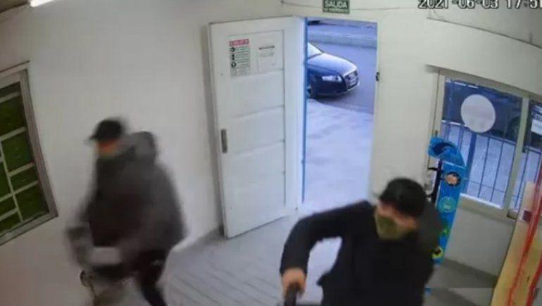 Acusado de violento robo se arrancó la tobillera electrónica para ir a una fiesta clandestina