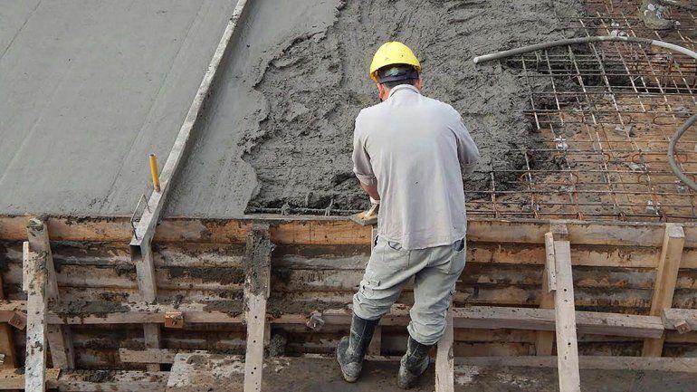 Fernández Oro habilita la reactivación de las obras privadas con un máximo de 5 obreros