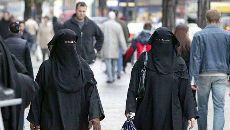 Afganistán: talibanes instalan el velo obligatorio para mujeres