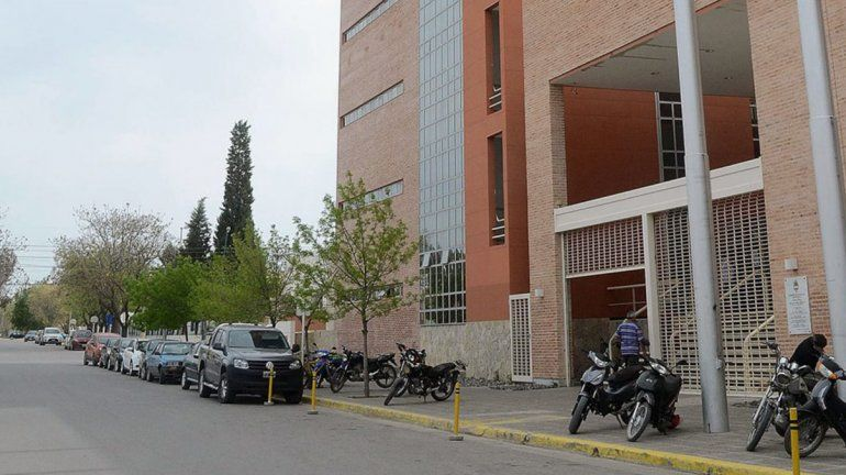 Por un caso de coronavirus en la Justicia, Roca suspendió las actividades