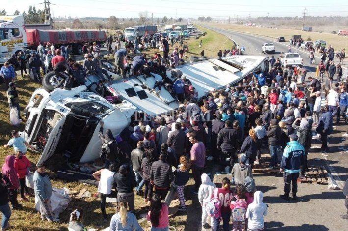 Saquearon un camión que volcó en Buenos Aires