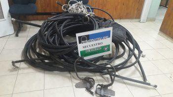 intentaron robar rollos de cables telefonicos: hay un detenido