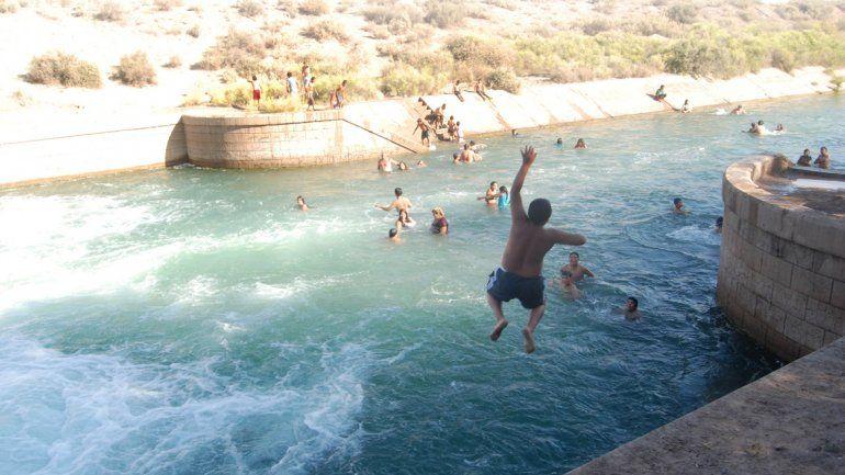El balneario de El 30 se suele utilizar pese a los riesgos que implica.