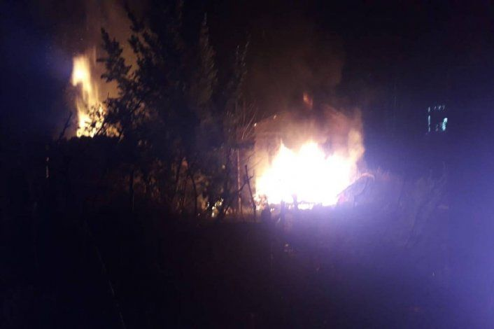 La Policía asegura que la casa fue incendiada intencionalmente.