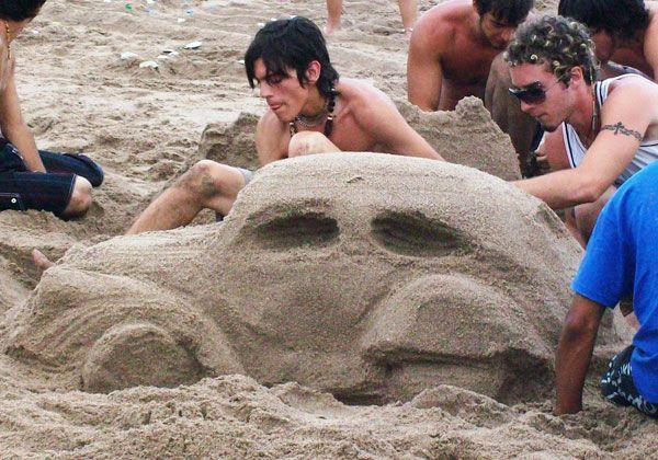 Las normas viales se enseñan en la playa
