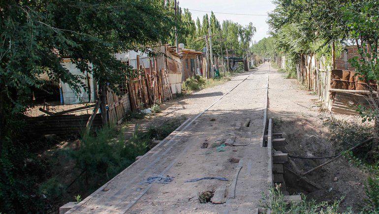No se puede limpiar aún el canal ocupado en la zona de Ferri