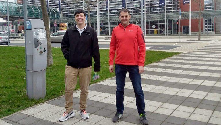 Herman junto a Andrés Lasagni, profesor de la TUD y jefe de la catedra de Métodos basados en Láser de estructuración de Superficies (LMO).