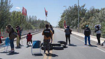 caos: organizaciones sociales retomaron el corte en los puentes