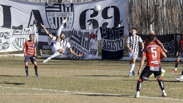 Taborda metió una chilena con el partido 0 a 0 que el arquero de Huracán tiró al córner.